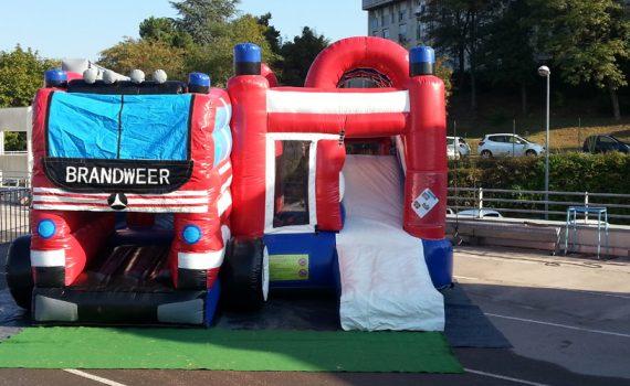 Structure gonflable camion de pompier bleu-blanc-rouge