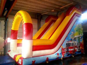 toboggan gonflable camion de pompier rouge et jaune