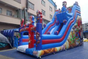 Toboggan gonflable géant Super Mario Bros